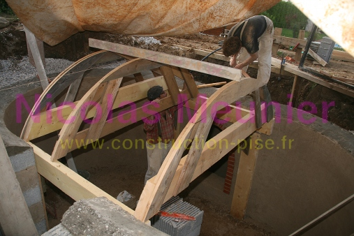 construction d 39 une cave en brique suite a la r alisation de la maison. Black Bedroom Furniture Sets. Home Design Ideas
